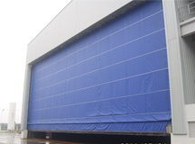 Sandblasting room flexible lifting door
